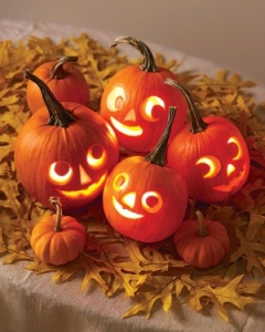 MINI HALLOWEEN CARVING - Copy